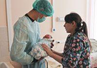 Mujer da a luz a bebe de 6.3 kgs en Rusia