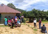 Entrega Presidencia Municipal de Guerrero frijol, láminas y enseres domésticos en Álamo Mocho
