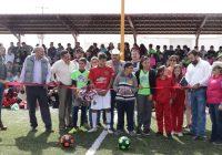 Inaugura Carlos Tena gradas de cancha de futbol en Álvaro Obregón