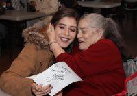 Convive Yamileth Mercado con abuelitos del Hogar del Abuelo y niños de la Casa Amor