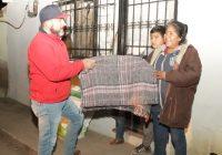 Entregan Desarrollo Social leña y cobijas, y el DIF municipal juguetes y dulces en Cuauhtémoc