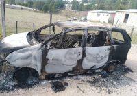Localizan vehículo robado, destruido por incendio